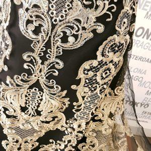 Broderie pe tulle negru accesorizata cu paiete si fir auriu