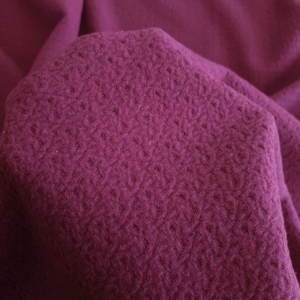 Stofa magenta din lana cu textura gofrata
