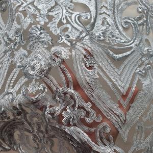 Broderie argintie accesorizata cu micropaiete
