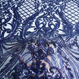 Broderie bleumarin accesorizata cu micropaiete