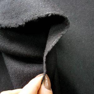Stofa neagra cu textura moale din lana