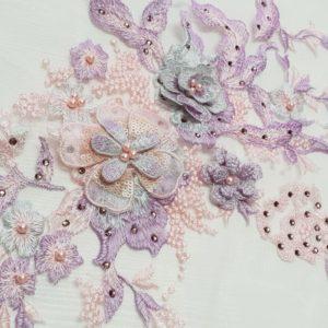 Broderie 3D multicolora in tonuri de lila si bleu