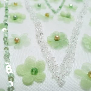Broderie verde mint lucrata manual cu mici aplicatii 3D