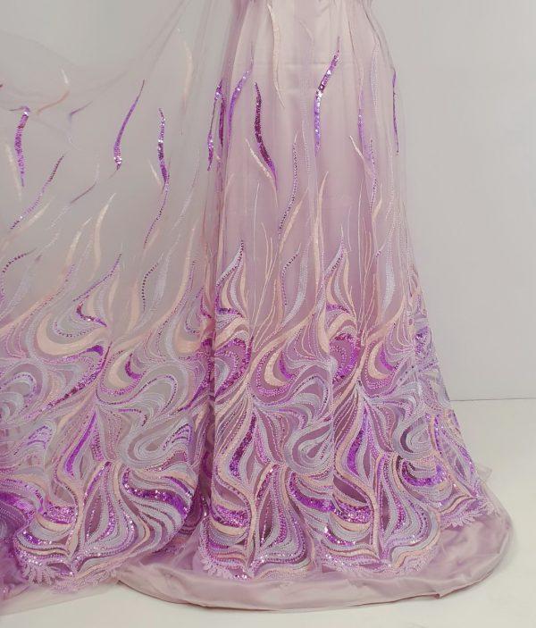 Dantela roz accesorizata cu margele