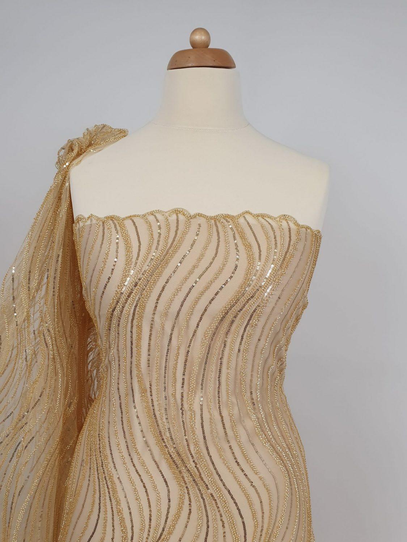 Margele aurii brodate pe tul - material textil la metru