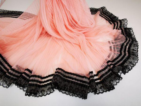 Tul plisat roz pudra cu dantela neagra