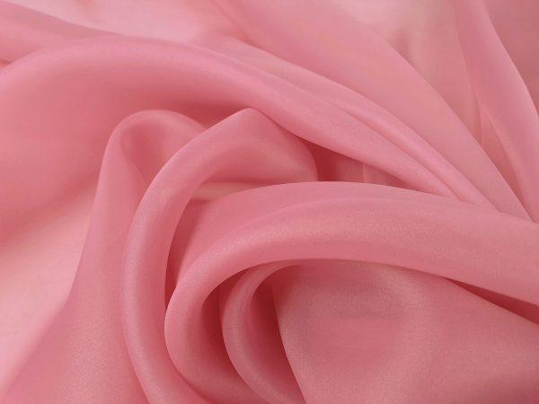 Organza roz plamaniu