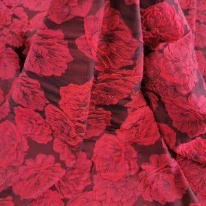 Brocard rosu gofrat cu motive florale
