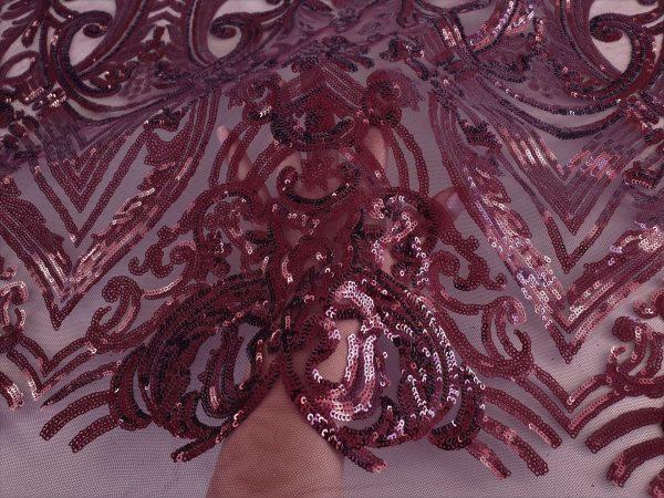 Broderie accesorizata cu micropaiete rosu bordeaux