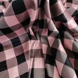 Brocard in carouri roz & negru
