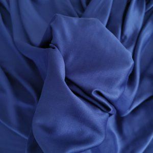 Tesatura albastru cerneala din matase naturala si bumbac