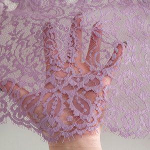Dantela tip Chantilly roz lila