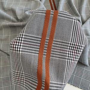 Stofa din lana gri cu insertie de catifea