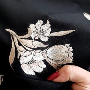 Stofa din lana cu motive florale