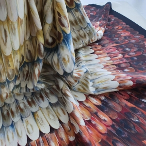 VAL483 Stofita Feathers print cu lana virgina