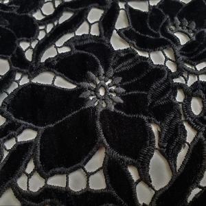 Catifea neagra brodata