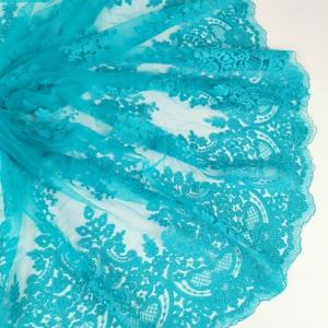 Dantela turquoise cu aspect siretat