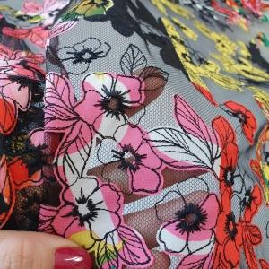 VER540 Dantela multicolora cu flori
