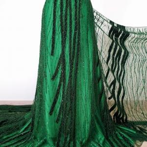 Broderie verde padure cu insertii de catifea