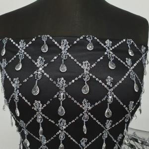 Dantela cu romburi si cristale design Georges Hobeika