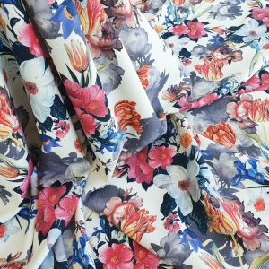 AM28 Lana imprimata cu motive florale